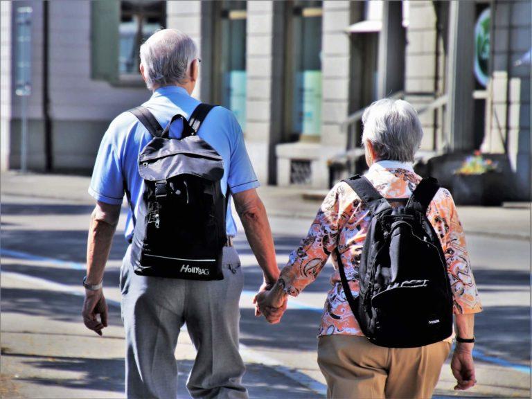 高齢者夫婦の旅行